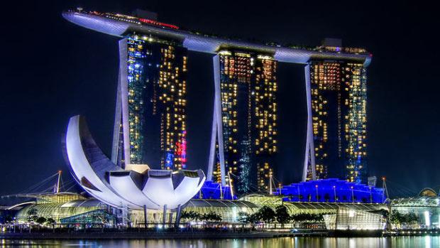 Penampakan Marina Bay Sands Malam Hari