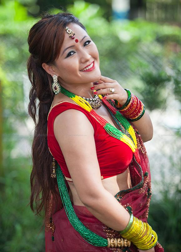 Nepali bhabhi hot in saree