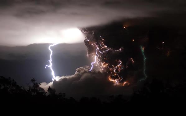 Tempestades com raios acontecem o tempo todo no mundo