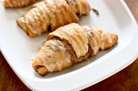 http://www.thehungryhousewife.com/2012/03/crescent-cinnamon-rolls.html