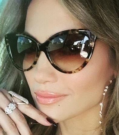 Óculos  de sol Jennifer Lopez - Óculos tendencias primavera-verão 2016