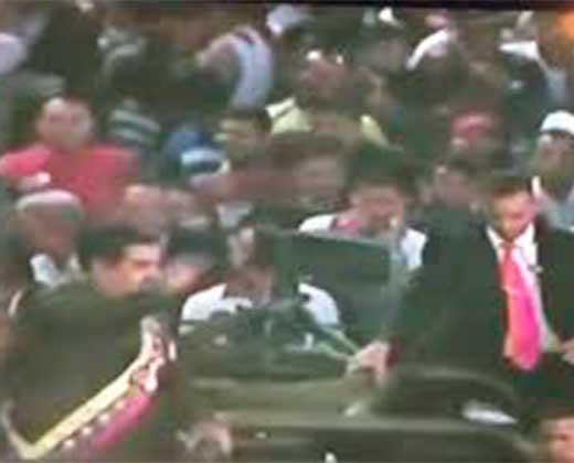 ¡A HUEVAZO LIMPIO! Así recibieron a Maduro en San Félix en plena cadena nacional (+Video)