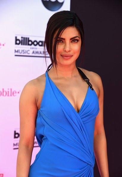 بريانكا شوبرا أيقونة جمال تتربع على عرش النساء الاكثر جاذبية