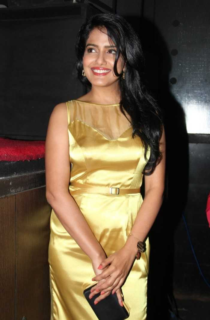 Vishakha Singh Big Teeth Show