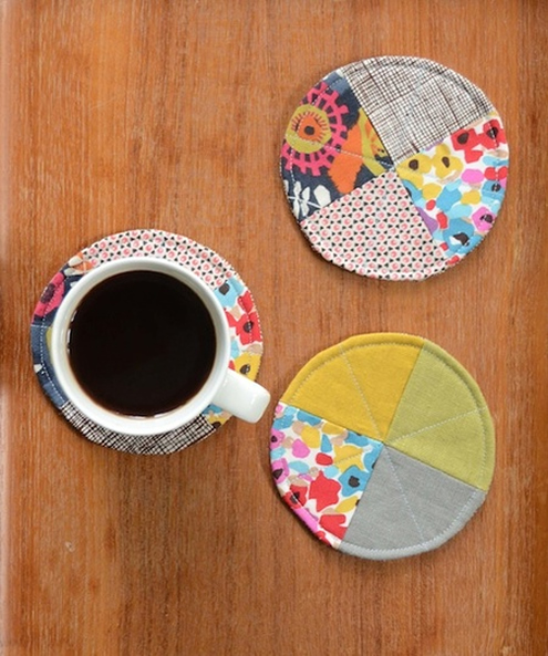 Free sewing pattern, coasters. Photo by Craftfoxes | Happy in Red
