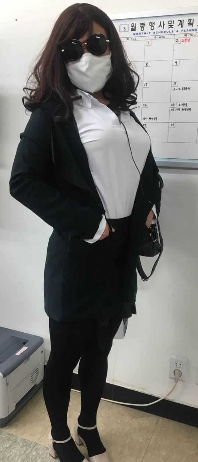 Policía coreano que trabaja vestido de mujer