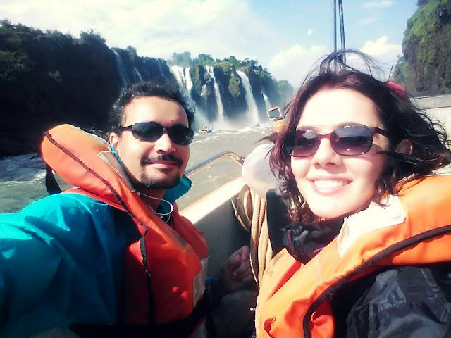 Passeio de barco no lado argentino das Cataratas del Iguazú.