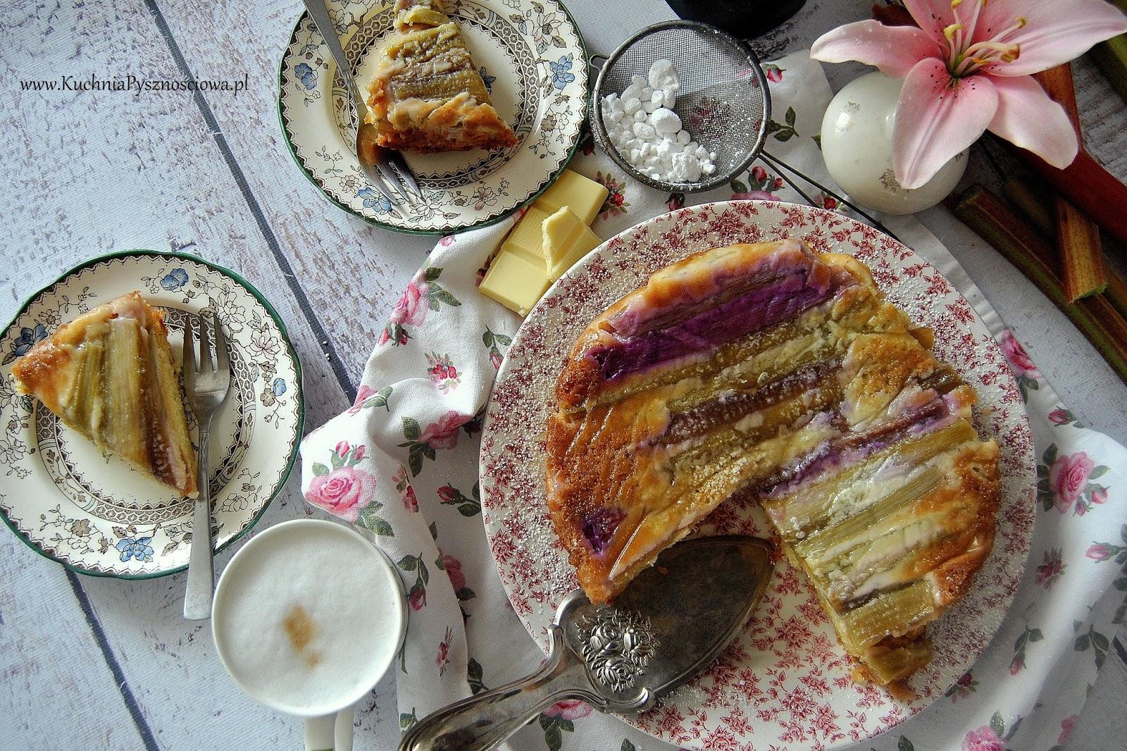 524. Odwrócone ciasto z białą czekoladą i rabarbarem