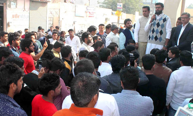 Digvijaya Chautala reached Agarwal College Ballabgarh under the college yatra program