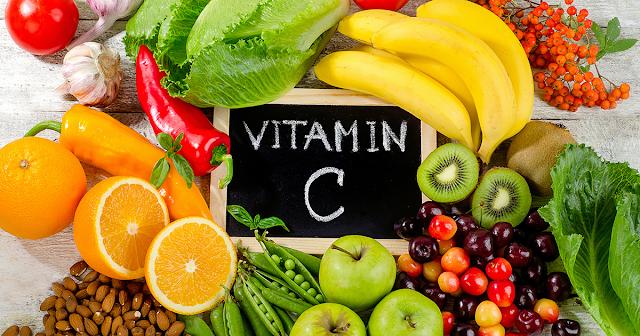 Vitamin C có nhiều trong rau xanh và trái cây