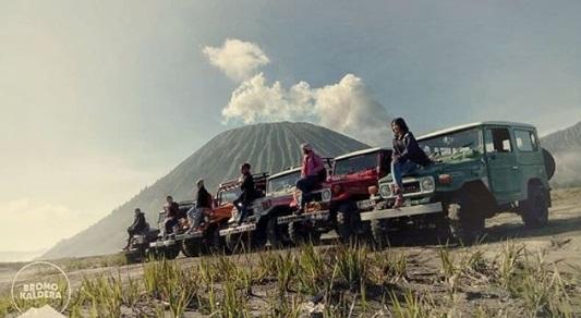 Mobil 4 x 4 jip Gunung Bromo