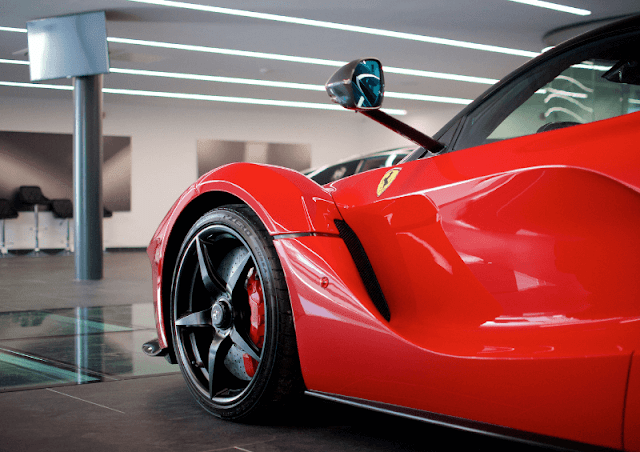 Ferrari LaFerrari side and wheel