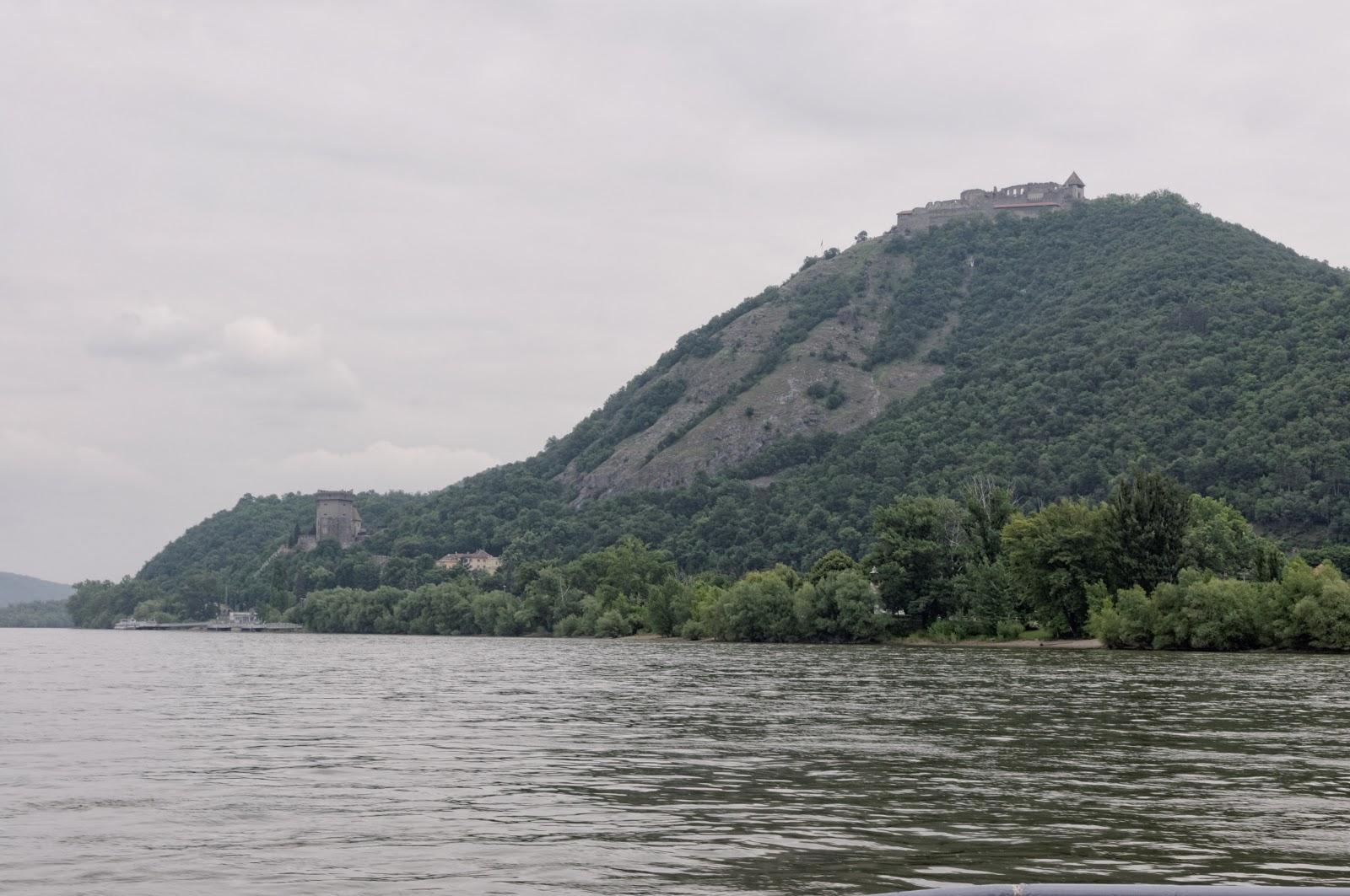 Un Chateau Dans Les Nuages le danube a vÉlo: de passau a budapest : chateau des nuages