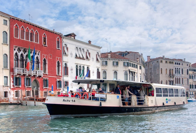 Vaporetto Táxi Aquático em Veneza
