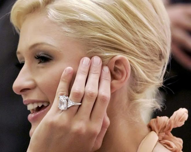 Anel noivado diamantes solitário da Paris Hilton