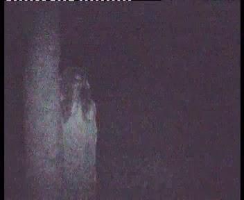 Foto penampakan wewe gombel di kuburan angker sepi