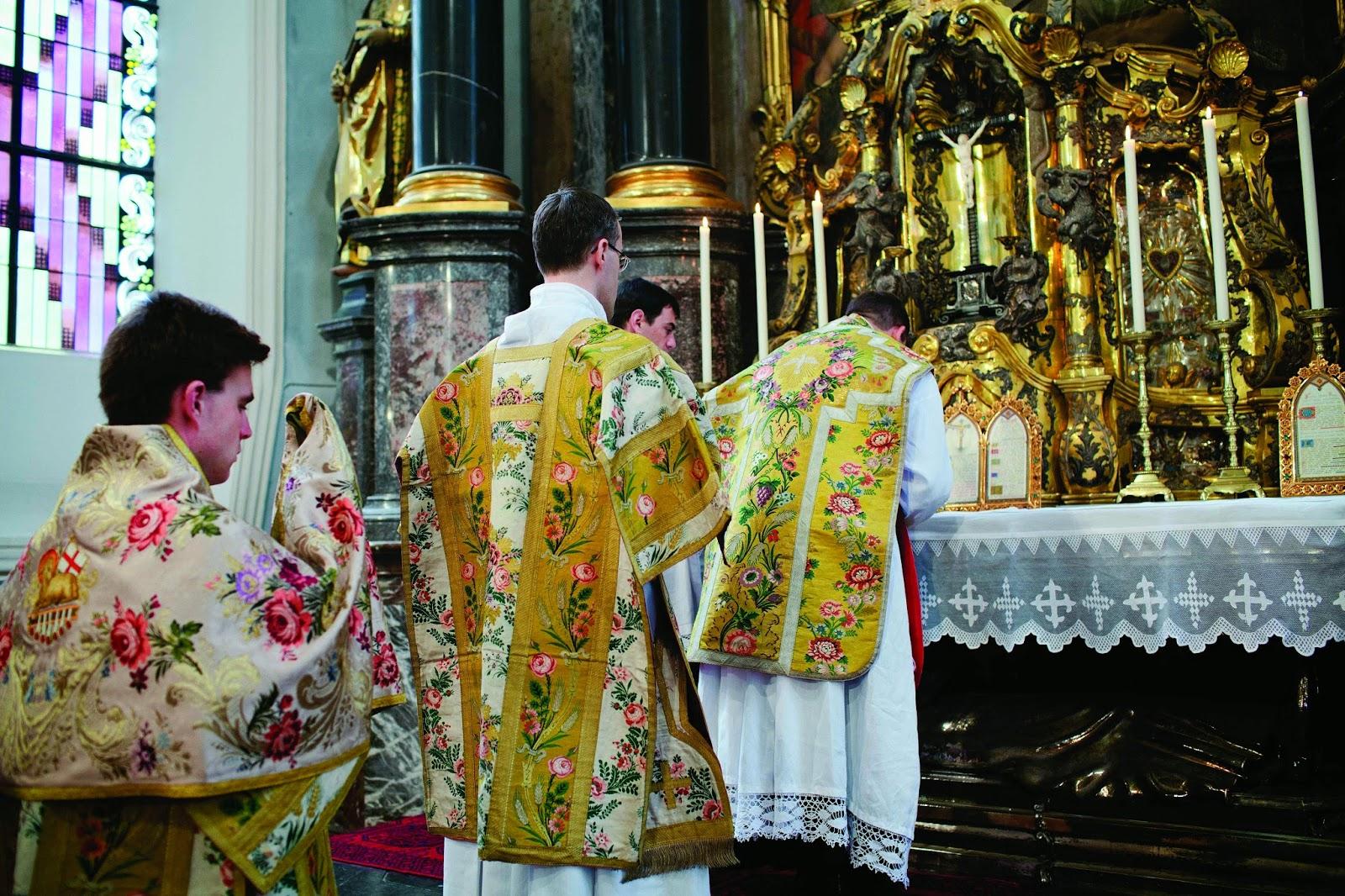 RORATE CÆLI: Keeping Secrets at Mass