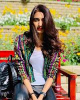 Erica Fernandes sebagai pemeran Dokter Sonakshi atau Sona