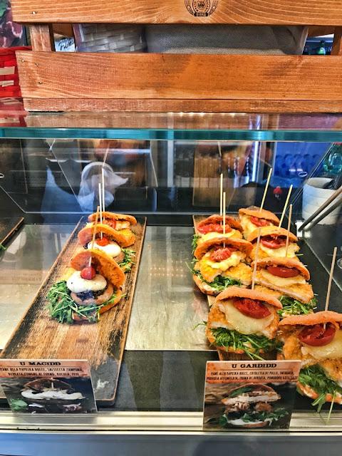 Gdzie zjeść w Bari? Gdzie zjeść włoskie śniadanie z ośmiornicą w Bari? Mastro Ciccio w Bari - czy i co warto zjeść?