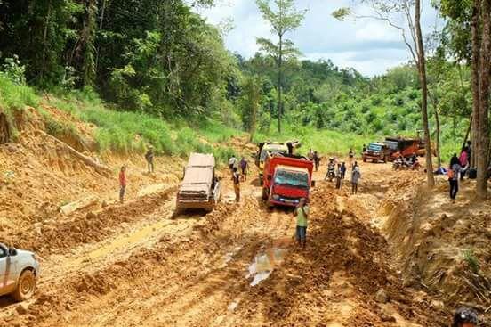 Wakil Bupati Turun Langsung Cek  Jalan SP 9 Kampong Muntik Kecamatan Belitang Hulu