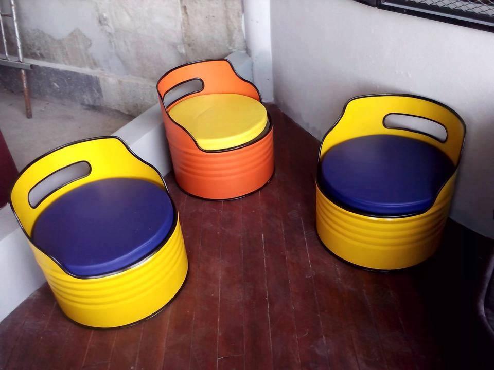 nah berikut ini contoh hasil kreatifitas mengubah drum bekas menjadi kursi yang indah semoga bisa menginspirasi kamu dalam memanfaatkan