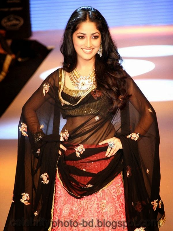 Yami Gautam Latest Hot Navel Show Still Pictures And Photos 2014