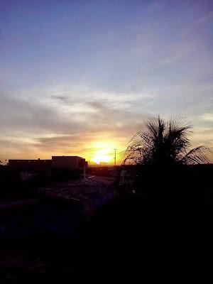 Resultado de imagem para sol nascendo na cidade