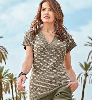 stilnyj-pulover-s-dvuhcvetnym-strukturnym-uzorom