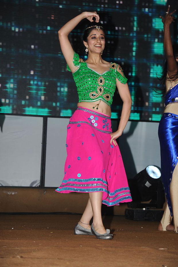 Heroines Dance Photos At Cinemaa Awards 2012: Sexy South Indian Actress Dance Performance Stills