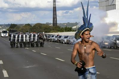 Environnement ~ Les indiens du Brésil dénoncent une offensive contre leurs territoires dans - DROIT a5
