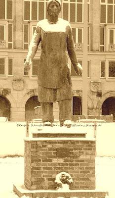Trümmerfrau-Denkmal des Bildhauers Walter Reinhold