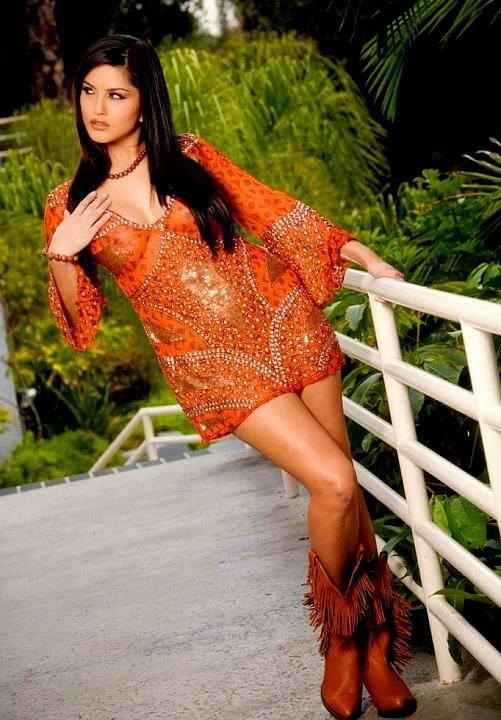 Sunny Leone Hot Cleavage Images | Sunny Leone Hot Photo