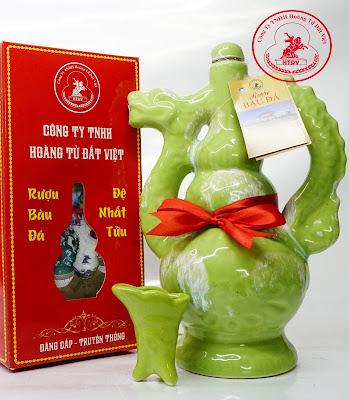 Rượu Bàu Đá chính gốc Bình Định với bình rồng từ gốm sứ Bát Tràng làm quà biếu tặng sếp, người thân