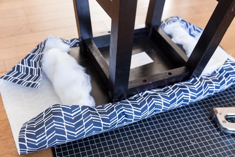DIY | Stool | square | cover | fabric | dark blue | comfortable | easy | tutorial