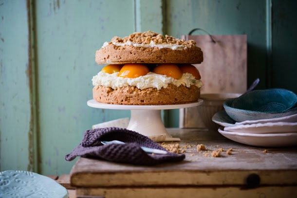 Peach cake with cheese cream and oatmeal crumble