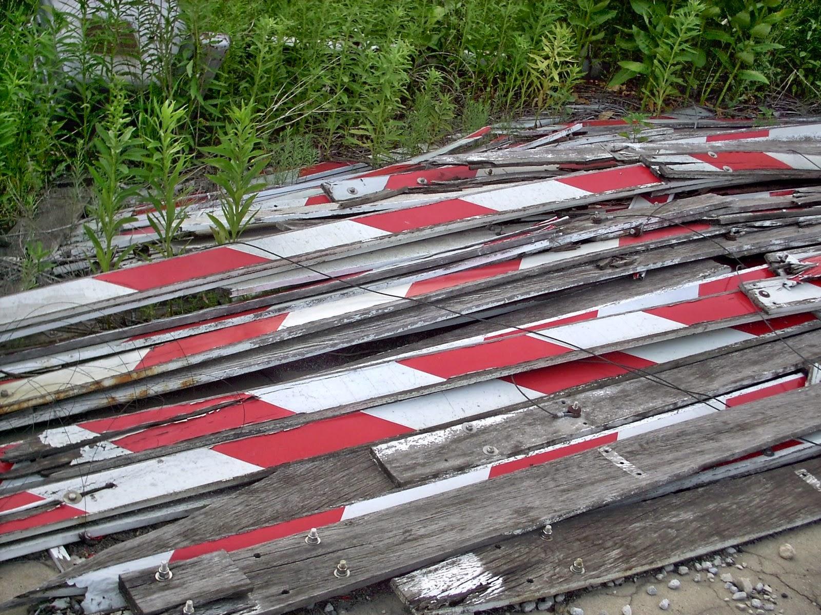 Eddie's Rail Fan Page: Discarded old wooden railroad