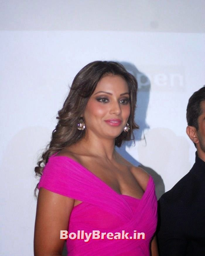 Alone Trailer & Music Launch, Bipasha Basu in Pink Dress at Alone Trailer & Music Launch