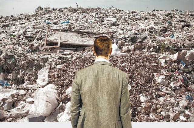 Ποιος θα μαζέψει τα πολιτικά σκουπίδια;