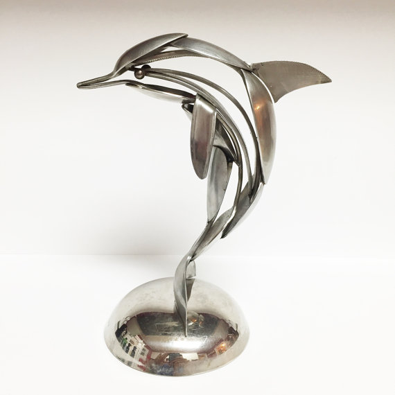 Escultura de delfín