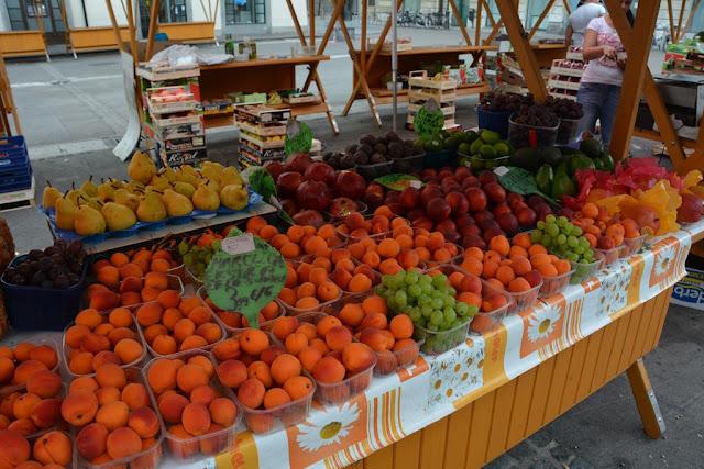 Market Ljubljana peaches