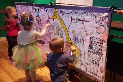 Colouring wall family rave Big fish Little Fish