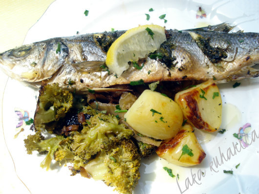 Sea bass with fennel and broccoli by Laka kuharica: light meal full of Mediterranean flavors.