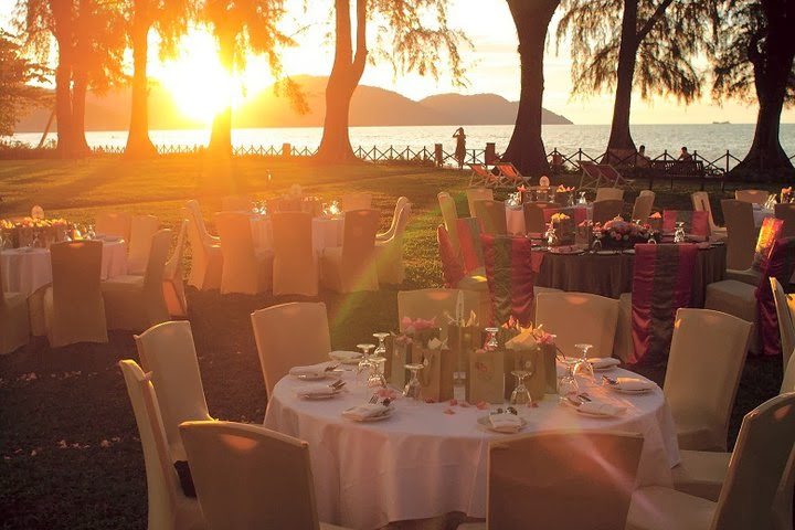 banquet beach garden hotel wedding