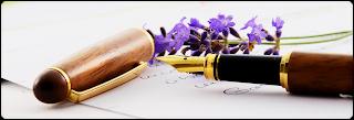 Caneta tinteiro e flor de lavanda