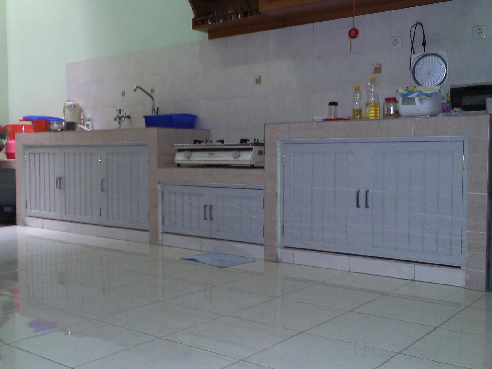Pintu Dapur Bawah Bangunan Rumah Tinggal Lokasi Pluit Murni 1 Spesifikasi Holo Spandrel Aluminium Powder Coting