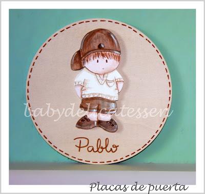 placa de puerta infantil niño con gorra nombre Pablo babydelicatessen