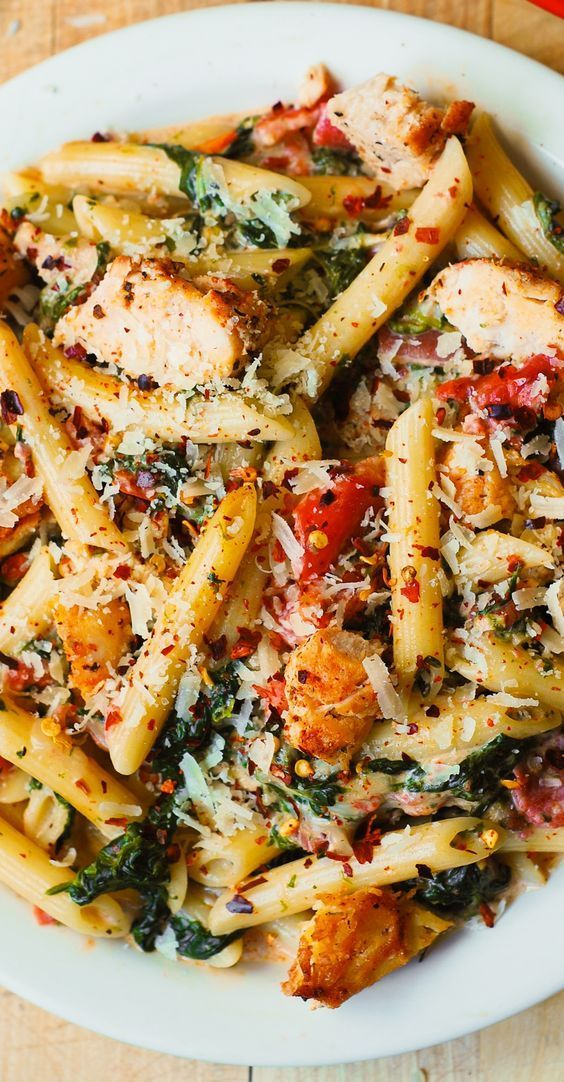 Chicken and Bacon Pasta with Spinach and Tomatoes in Garlic Cream Sauce #PASTA #MAINCOURSE #DINNER