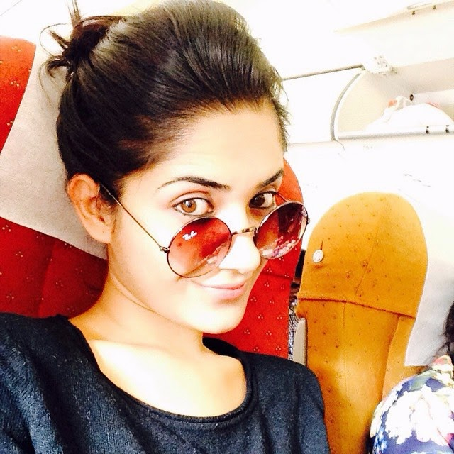 happy lohri to all !! khao pio aish karo !! 😍, Ruhani Sharma Hot Pics, Punjabi Model Ruhani sharma Selfie Image Gallery