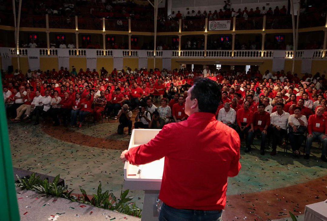 Gobernador priista de Campeche le declara la guerra a AMLO; haremos marchas y plantones, advierte