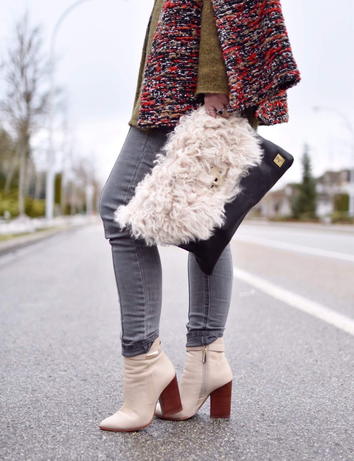 Monika Faulkner outfit inspiration - tunic sweater, tweed cape, skinny jeans, ivory booties, sherpa pouch